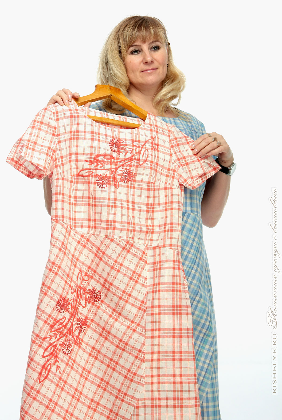 Льняной платье в синей и красной клетке