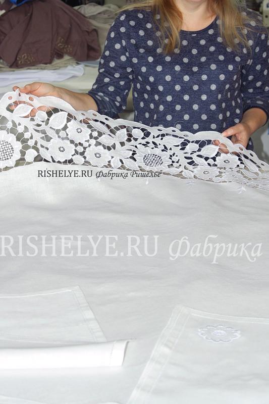 белая скатерть с вышивкой